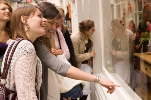 More high street than online sales shoppers in January