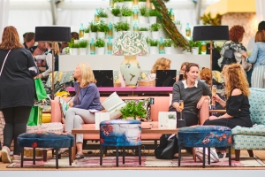 Special features to enrich Decorex