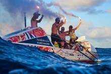 MammothhelpsAtlantic rowers set world record